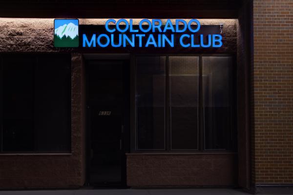 Colorado-Mountain-Club-custom-lighted-sign