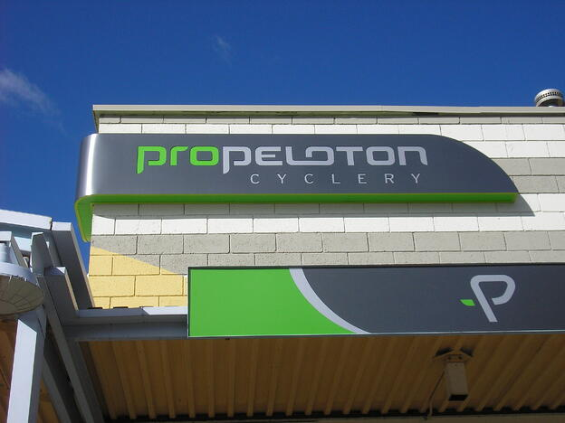 propeloton-lighted-sign-electric-signs-boulder-broomfield-building-signs
