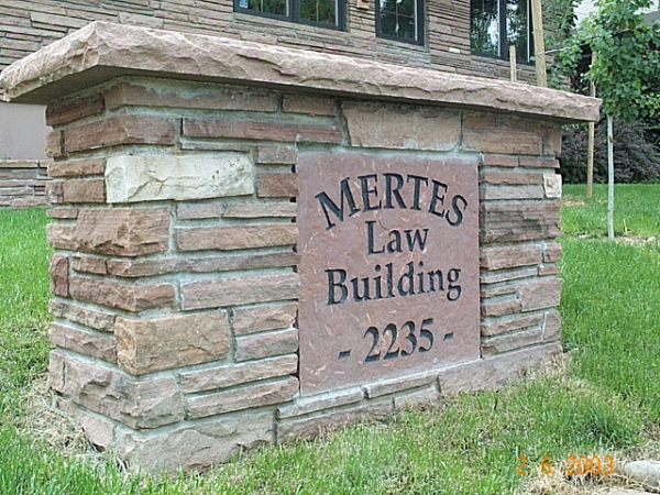 Stone signs for colleges and universities